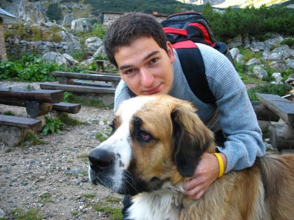 Спътникът ми установява, че кучето има по-голяма глава... А дали е и по-умно?